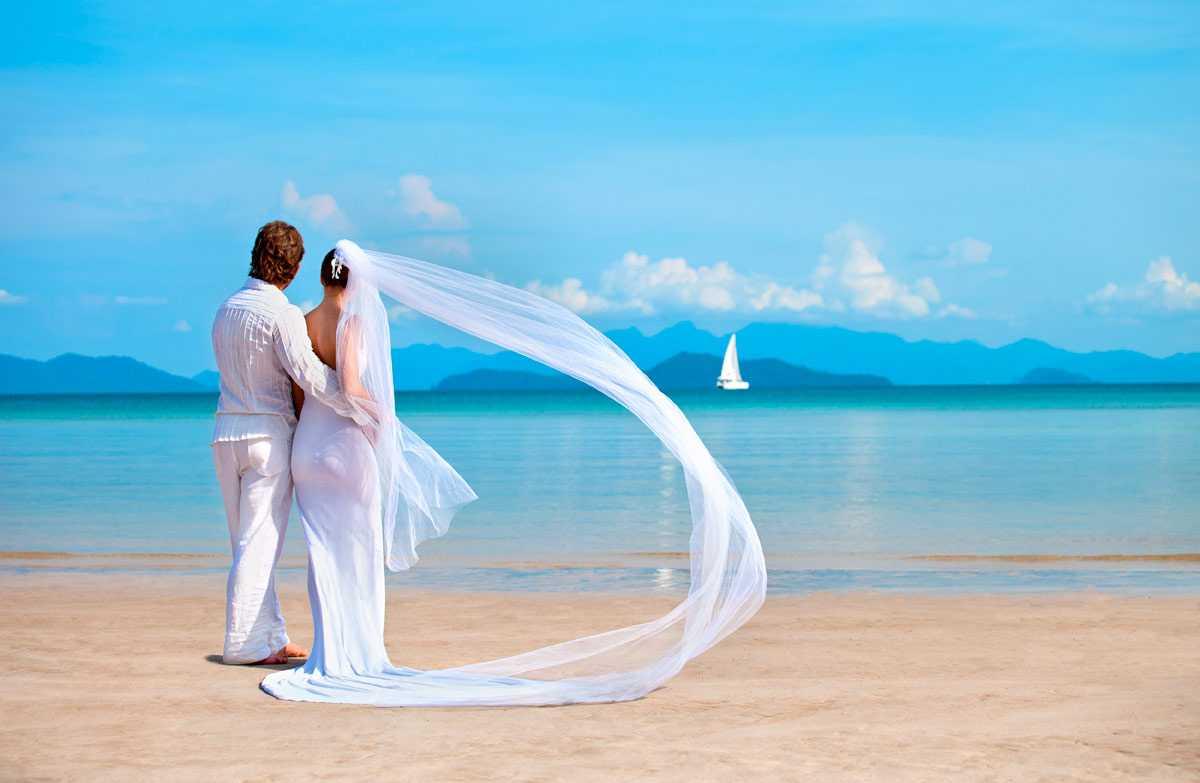 Программ очень много: классическая церемония, свадьба на островах, свадьба на воздушном шаре и многое другое! Подробное описание свадебные церемонии в